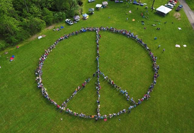 2017 human peace sign